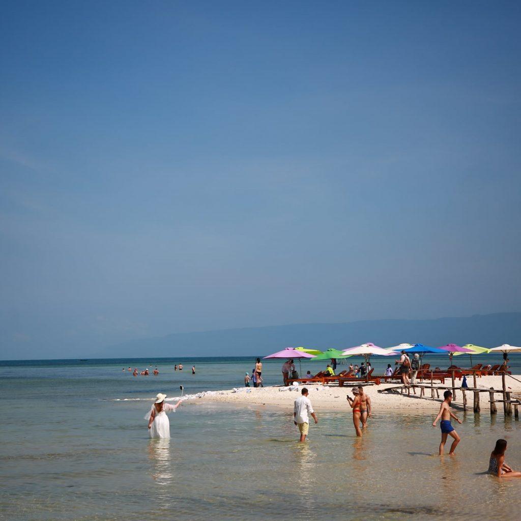 tắm biển tại Rach Vem Beach Phu Quoc